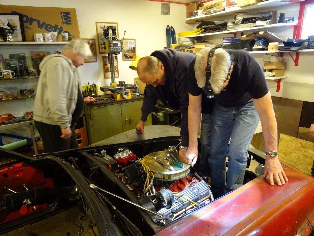 Roger och Jörgen hoppar i motorrummet
